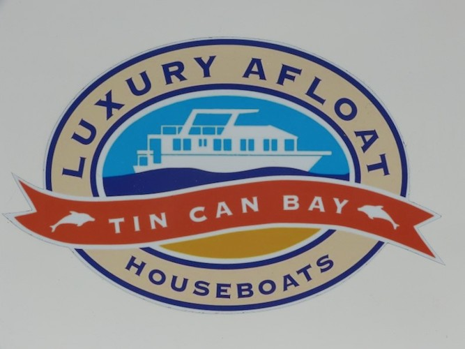 Luxury Afloat houseboat Hire Tin Can Bay